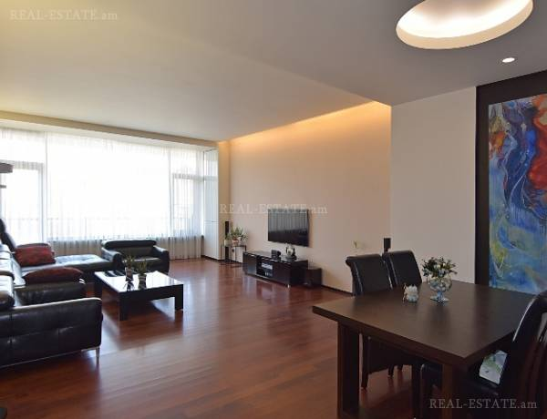 3 bedrooms apartment for sale (خیابان باقرامیان (کِنترون, مرکز شهر ایروان, 103920