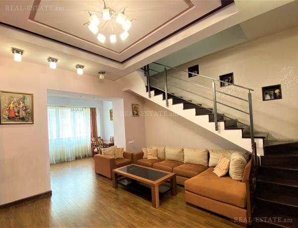 4 bedrooms apartment for sale خیابان چارِنتس, مرکز شهر ایروان, 123023